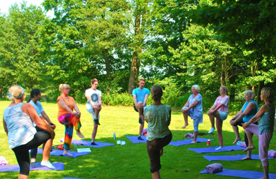 sidebar_current-grupp-sommar-yoga-i-svaneholm